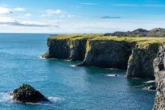 Sikt av den västra kustlinjen av Island arkivfoton