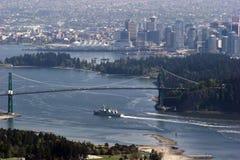 Sikt av den Vancouver och lejonportbron royaltyfri foto
