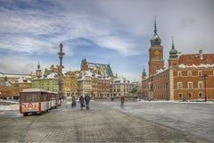 Sikt av den verkliga fyrkanten för slott i Warszawa Royaltyfria Foton