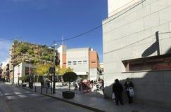 Sikt av den vertikala trädgården av sex golv i San Vicente del Ras Arkivbild