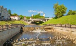 Sikt av den Vitba flod- och Pushkin bron Royaltyfri Bild