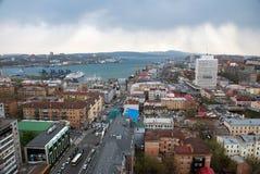 Sikt av den Vladivostok staden Arkivbilder