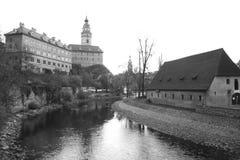 Sikt av den Vltava floden i Cesky Krumlov Royaltyfria Foton