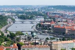 Sikt av den Vltava floden och den Prague staden Royaltyfri Bild
