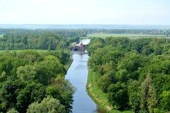 Sikt av den Vranansko-Gorinsky kanalen i grannskapen av staden av Melnik för republiktown för cesky tjeckisk krumlov medeltida ga Royaltyfri Bild
