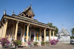 Sikt av den Wat Kandal pagoden arkivbild