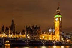 Sikt av den Westminster bron i hjärtan av london Arkivfoton