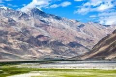Sikt av den Zanskar dalen Royaltyfri Bild