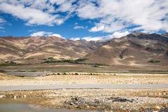 Sikt av den Zanskar dalen Arkivfoto