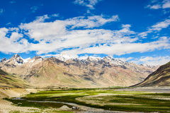 Sikt av den Zanskar dalen runt om Padum villange Royaltyfria Foton