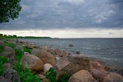 Sikt av det baltiska havet från trädgårdarna Arkivbilder