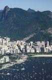 Sikt av det Botafogo området och den Corcovado kullen, Rio de Janeiro, Br Arkivfoto