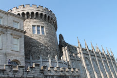 Sikt av det gamla runda tornet av Dublin Castle Arkivfoto