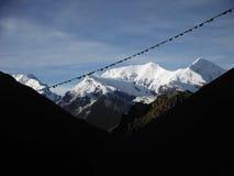 Sikt av det Ganggapurna maximumet från 5000m i den Himalayan Annapuren Arkivfoto