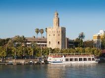 Sikt av det guld- tornet (Torre del Oro) av Seville Arkivbild