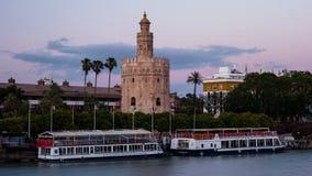 Sikt av det guld- tornet, Torre del Oro, av Seville, Andalusia, Spanien arkivfilmer
