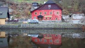 Sikt av det historiska Zurich centret med den berömda Grossmunster kyrka-, Limmat floden och Zurich sjön Zurich är det störst lager videofilmer