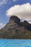 Sikt av det Otemanu berget och havet Bora Bora polynesia Arkivfoton