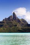 Sikt av det Otemanu berget och havet Bora-Bora polynesia Fotografering för Bildbyråer