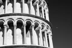 Sikt av det Pisa tornet i Pisa, Italien, solig dag arkivfoton