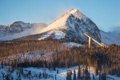 Sikt av det Predne Solisko berget nära Stbske Pleso sjön i den Tatra nationalparken, Slovakien Royaltyfri Bild