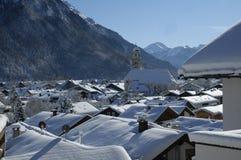 Sikt av det sceniska vinterlandskapet i de bayerska fjällängarna arkivbilder