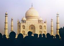 Sikt av det Taj Mahal With Tourist Silhouettes begreppet Arkivfoton