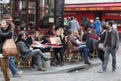 Sikt av det typiska paris kafét på Maj 1, 2013 i Pari Royaltyfri Foto