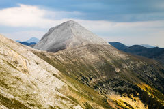 Sikt av det Vihren maximumet i de Pirin bergen Royaltyfri Foto