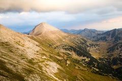 Sikt av det Vihren maximumet i de Pirin bergen Arkivbilder