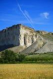 Sikt av det vita berget i Juni crimea fotografering för bildbyråer