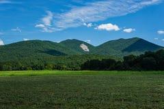 Sikt av Devil'sen Marbleyard från Arnold Valley arkivfoto