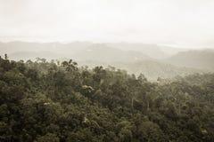 Sikt av dimmiga berg Royaltyfria Bilder