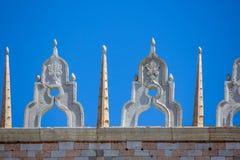 Sikt av doges slottfasaden i Venedig, Italien royaltyfria bilder