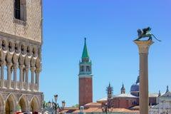 Sikt av doges slottfasaden i Venedig, Italien fotografering för bildbyråer