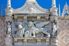 Sikt av doges slottfasaden i Venedig, Italien royaltyfria foton