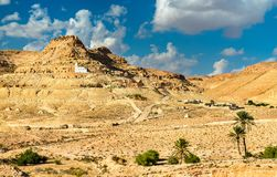 Sikt av Doiret, enlokaliserad berberby i södra Tunisien Arkivfoto