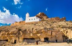 Sikt av Doiret, enlokaliserad berberby i södra Tunisien Royaltyfri Bild