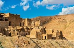 Sikt av Doiret, enlokaliserad berberby i södra Tunisien Arkivbild