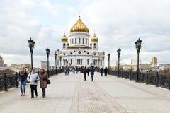 Sikt av domkyrkan av Kristus frälsaren, Moskva Arkivfoto