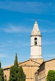 Sikt av domkyrkan i Pienza Royaltyfria Foton