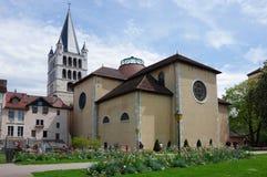 Sikt av domkyrkan i stadsmitt av Annecy Royaltyfria Foton
