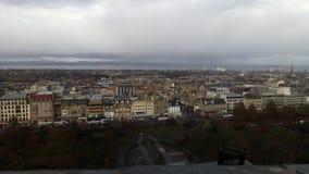 Sikt av Edinburg från slotten royaltyfri foto