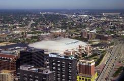 Sikt av Edward Jones Dome, St Louis, MO Royaltyfri Foto