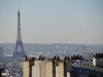 Sikt av Eiffeltorn från Le Sacre-Coeur Royaltyfri Fotografi