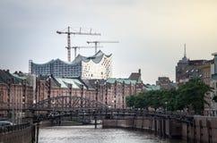 Sikt av Elbphilharmonien i Hamburg Arkivbilder