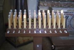 Sikt av elektriska stearinljus arkivfoton
