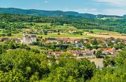 Sikt av Emmersdorf en der Donau från den Melk abbotskloster, Österrike Fotografering för Bildbyråer