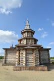 Sikt av en absid av domkyrkan för helig Treenighet av den Trifonov-Pechengsky mannens kloster Arkivbild