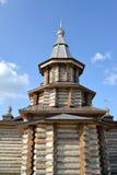 Sikt av en absid av domkyrkan för helig Treenighet av den Trifonov-Pechengsky mannens kloster Royaltyfria Bilder